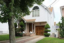 Extra-large one family detached home is located on Staten Island, NY 10309